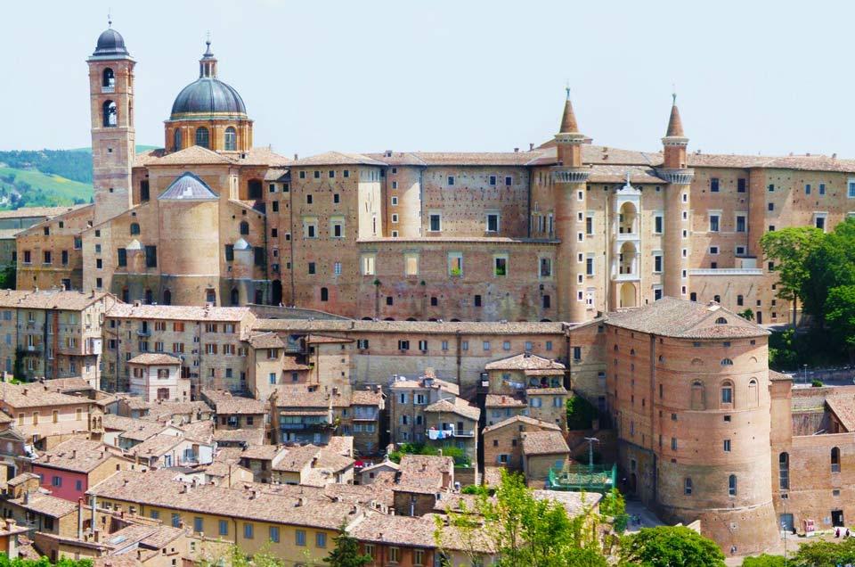 Urbino agriturismo marche con piscina ascoli piceno for Piscina urbino